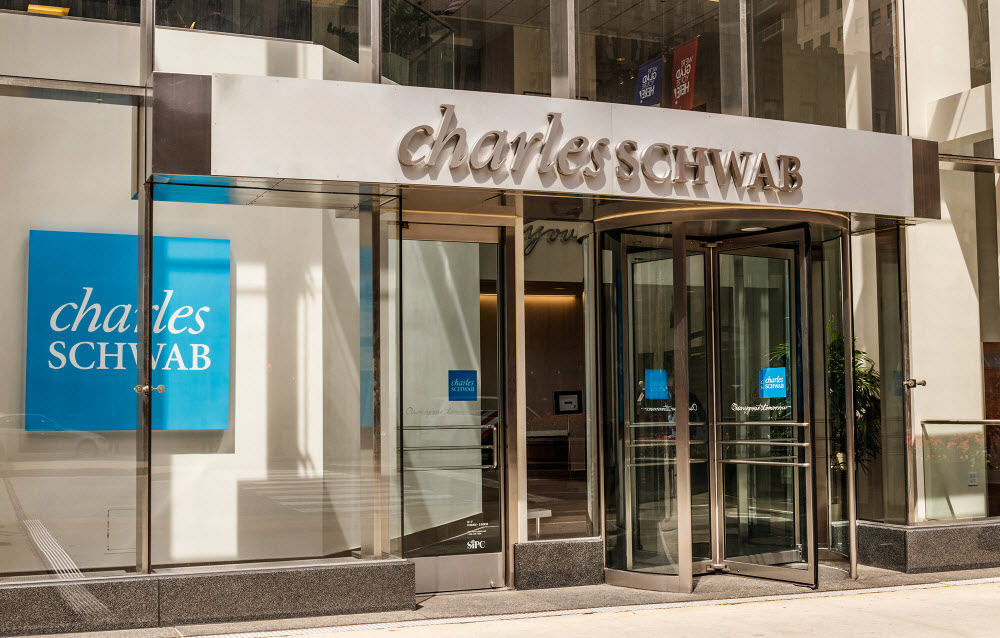 A complete overview of Charles Schwab bank